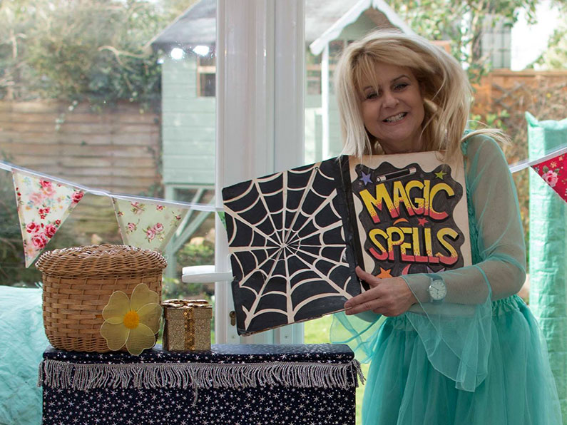 Molly Muddles Children's Entertainer Summer family Picnic 2019 Ups and Downs Southwest